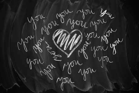 Pizarra en blanco y negro con el s�mbolo del coraz�n.