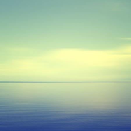 모션 흐리게 (시안 색 효과)와 추상 바다 경치. 스톡 콘텐츠