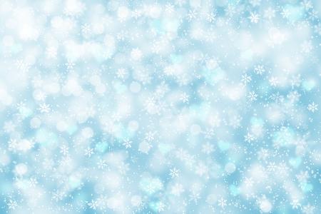 밝고 모호한 소프트 블루 색상 추상 눈송이 새 해 그림 배경입니다.