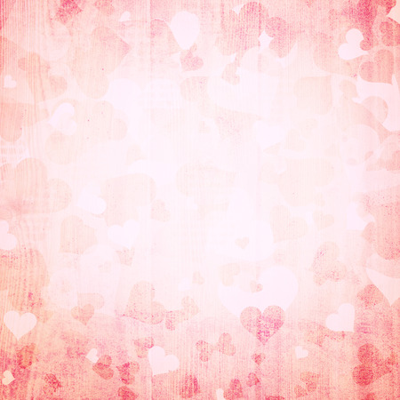 romantique: Belle grunge r�tro forme de coeur rouge Valentines day illustration sur fond lumineux avec place pour le texte.