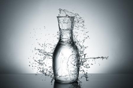 vasos de agua: Concepto Explosión del agua
