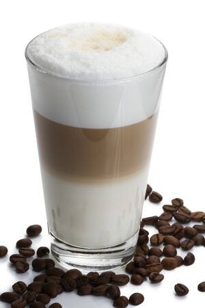 latte macchiato with coffee beans on white background Stockfoto