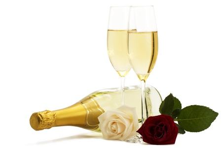 red and cream-colored roses with two champagne glasses and a champagne bottle on white background Stockfoto