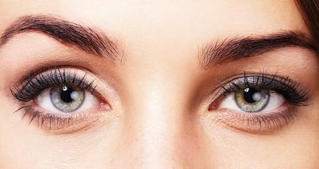 ojos azules: Primer plano de los ojos de los womans hermosos Foto de archivo