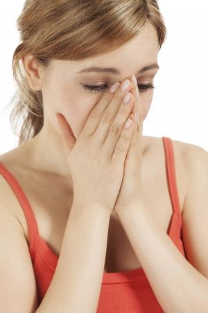 ojos llorando: llorando rubia mujer cogidos de la mano a la cara