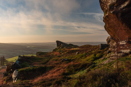 A beautiful Ramshaw Rocks sunrise at Ramshaw Rocks in the Peak District National Park. Blue skies and a touch of mist. Banque d'images