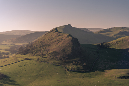 Sunset on Parkhouse Hill and Chrome Hill from Hitter Hill in the Peak District National Park. 스톡 콘텐츠