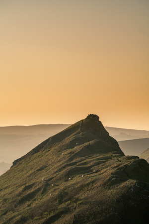 Sunset on Parkhouse Hill and Chrome Hill from Hitter Hill in the Peak District National Park. 스톡 콘텐츠 - 119234659