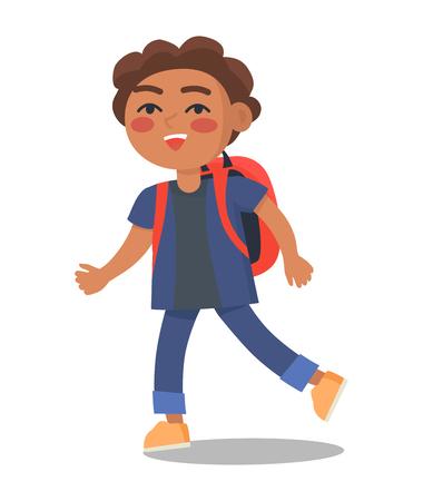 Glimlachend kind in blauwe jas en jeans met rugzak