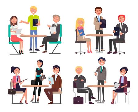 Hombres y mujeres alrededor de las mesas discuten temas laborales establecidos. Equipo de trabajadores de oficina en ropa formal en la reunión de negocios ilustraciones vectoriales de dibujos animados aislados. Ilustración de vector