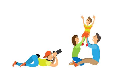 Sesión de fotos familiares, niño y padres. Fotógrafo sosteniendo la cámara haciendo la imagen de la madre con el padre criando a un niño ilustración vectorial aislado.