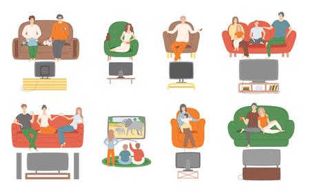 Guardare la televisione TV, persone sedute sul divano che si godono il vettore del film. La famiglia e le coppie trascorrono del tempo a casa guardando l'intrattenimento sul monitor dello schermo Vettoriali