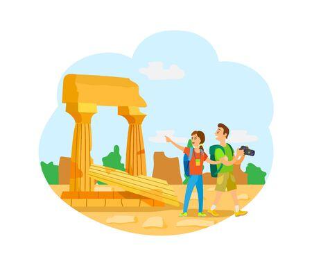 Pareja de hombre y mujer viajando juntos vector, ruinas de la ciudad. Fotógrafo y esposa, mochileros en arquitectura de edificio antiguo con pilar antiguo