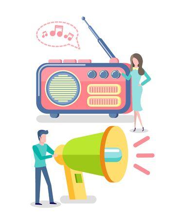 Vecteur de haut-parleur de mégaphone, couple de personnes écoutant de la musique audio radio ou des actualités. Médias de masse pour le divertissement, auditeurs debout près de gros appareils