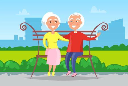Paisaje de la ciudad, abuela y abuelo sentados en un banco en el vector de parque urbano. Los ancianos felices y sonrientes en el patio de la ciudad cubierta de hierba verde tienen descanso