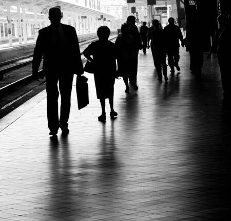estacion de tren: La gente en la estaci�n de tren