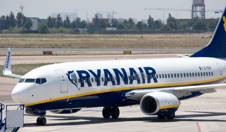 VALENCIA, SPAIN - JUNE 24: Ryanair to open Valencia base in November 2010 with two 737-800s and 10 new routes. A Ryanair aircraft at the Valencia Airport on June 24, 2010 in Valencia, Spain. Stock Photo - 7241340
