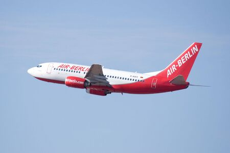 VALENCIA, SPAIN - JUNE 27: Air Berlin, Germany's second-biggest airline, said Monday its passenger numbers increased by 1.8 percent in May compared with a year earlier. An Air Berlin Aircraft on June 27, 2010 in Valencia, Spain. 新聞圖片