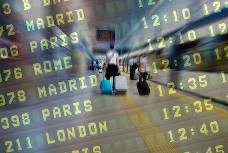航空会社の乗客は空港の地下鉄駅で 報道画像