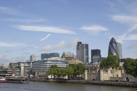 LONDRES - 30 mai: Quartier des affaires horizon, le 30 mai 2011 � Londres. Le quartier des affaires de Londres est l'un des principaux centres financiers du monde avec la construction Gerkin 40 �tages sur la droite de l'image.