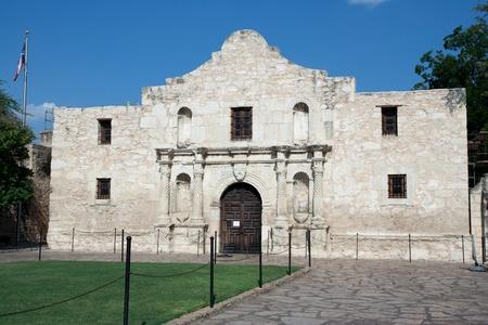 john wayne: Main entrance to the Alamo in San Antonio Texas