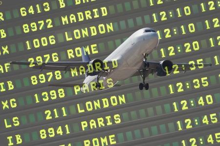 フライト ボードと旅客機は空港に着陸 報道画像