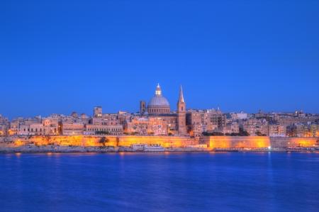 Vue de La Valette avec Notre-Dame du Mont Carmel coupole de l'�glise, � Malte