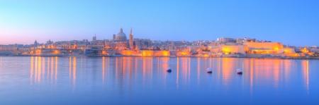 早朝にはマルタの首都バレッタ 写真素材