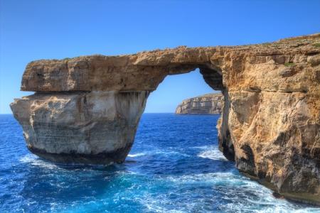 Ventana Azul, famoso arco de piedra en la isla de Gozo, Malta Foto de archivo