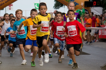 バレンシア, スペイン - 9 月 1 日: 子供 XXVI ボルタで Peu 楽しいラン Valencia 近くクォート デ ポブレー、2012 年 9 月 1 日にスペインのスペインの町で競