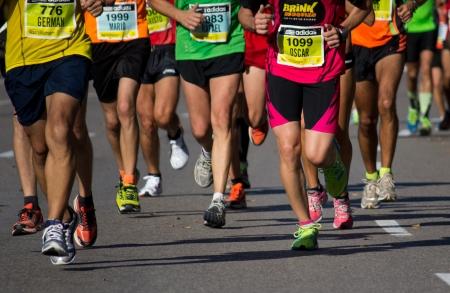 concurrencer: VALENCIA, SPAIN - OCTOBER 21: Les coureurs en comp�tition dans le XXI Marathon Half Valence le 21 Octobre 2012 � Valence, en Espagne.