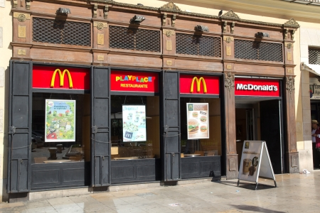 VALENCIA, SPAIN - MAY 5: McDonald´s restaurant on May 5, 2013 in Valencia, Spain. McDonald´s is the world´s largest fast food chain with over 33,000 restaurants in more than 119 countries.  Stock Photo - 19391053