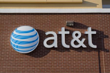 usługodawcy: Jacksonville, Floryda, USA - 09 marca 2013: Znak AT & T Mobility w Jacksonville. AT & T Mobility jest drugim największym dostawcą bezprzewodowego telekomunikacyjnych w Stanach Zjednoczonych i Puerto Rico.