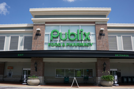 jacksonville: JACKSONVILLE, FL - MAY 13, 2014: A Publix Supermarket in Jacksonville. Publix has operations in six states and employs over 140,000 people at its 1,080 retail locations.
