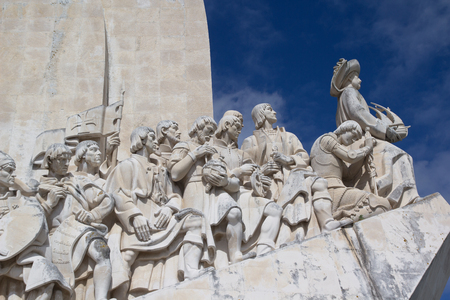 descubridor: LISBOA, Portugal - 28 de mayo 2014: Cierre del Monumento a los Descubrimientos en Lisboa. El monumento celebra la Era de los descubrimientos portugueses durante los siglos 15 y 16.