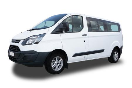 Big Passenger Van branco isolado no fundo branco.