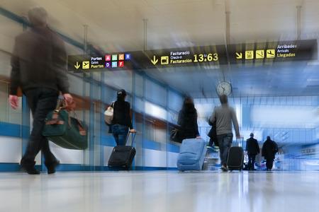 国際空港の航空会社の乗客