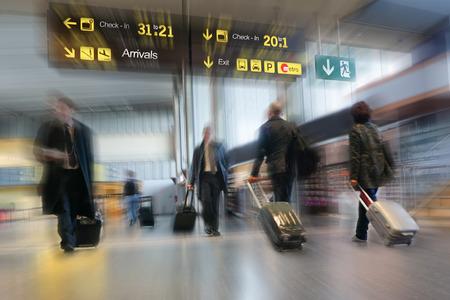 Vliegtuigpassagiers in de luchthaven