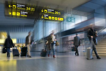 Les passagers d'avion dans un aéroport international Banque d'images - 34184163