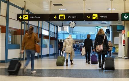 空港で航空旅客数は女性