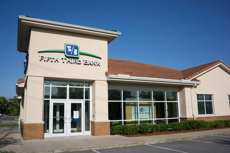 bank branch: JACKSONVILLE, FLORIDA, USA - JULY 26, 2015: A Fifth Third Bank branch in Jacksonville. Fifth Third Bank is a diversified financial services company with 1,300 full service locations in 12 states. Editorial