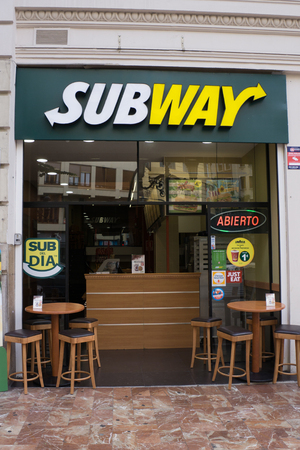fast food restaurant: VALENCIA, SPAIN - SEPTEMBER 12, 2015: A Subway fast food restaurant in downtown Valencia. Subway is the largest restaurant operator in the world with 44,222 restaurants in 110 countries.