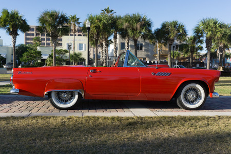 thunderbird: JACKSONVILLE BEACH, FLORIDA - OCTOBER 18, 2016: A 1955 Ford Thunderbird Convertible at the Jacksonville Beach Classic Car Cruise. The first generation of the Ford Thunderbird was a two-seat convertible that was produced by Ford for the 1955 to 1957 model  Editorial