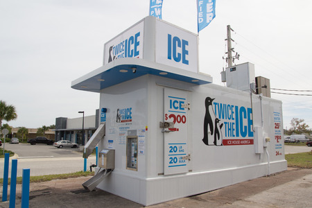 florida house: JACKSONVILLE, FLORIDA - OCTOBER 25, 2016: An automated ice vending machine by Ice House America. Ice House America, headquartered in Jacksonville, has more than 3,000 installed and independently owned ice house locations in 32 states.