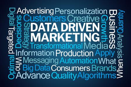 Nuage de mots Marketing axée sur les données sur fond bleu Banque d'images - 88552036