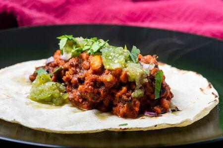 Vegetarian, vegan tacos al pastor with green salsa. Soya protein cooked with al pastor marinade and served on corn tortillas. Standard-Bild