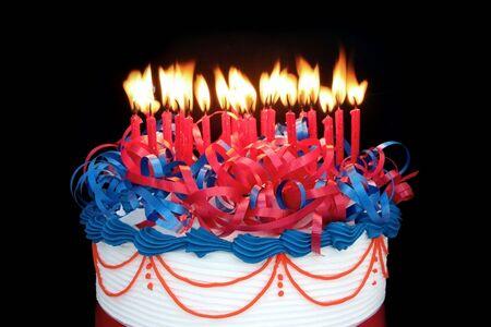 torta compleanno: Masse di candele (25) su una torta ~ adatto per compleanno, anniversario, o qualsiasi altra celebrazione.