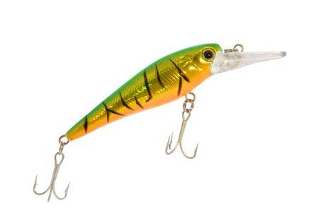 lure fishing: Verde e oro pesca esca con pesanti spinato ganci, isolato su bianco.
