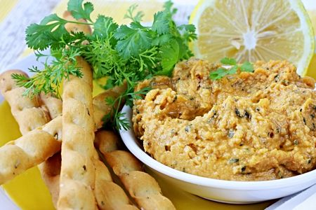 appetiser: Hummus chickpea dip with lemon and cilantro or coriander.  Served with breadsticks.