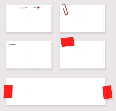 grapa: Variedad de etiquetas en blanco, atado con cabeza de perla recto pin, clip, grapa, y la burocracia.